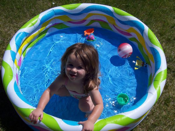 How to Choose the Right Swimming Pool Size for You and Your Family
