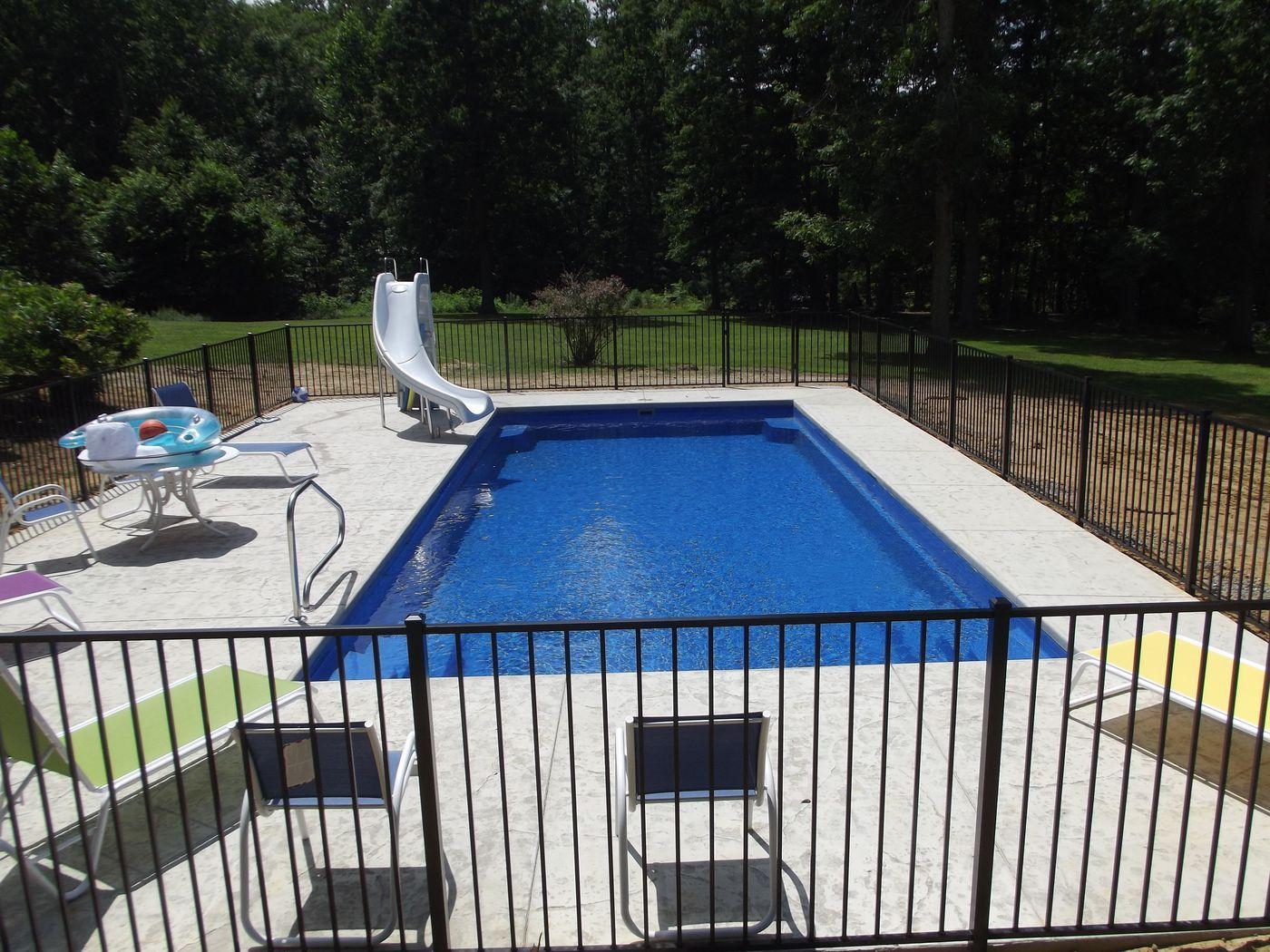 16 X 36 Fiberglass pool 3 1/2' to 5 1/2' Deep