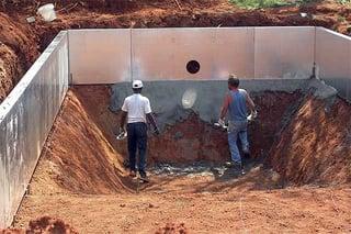 Vinyl liner pool construction - applying pool floor