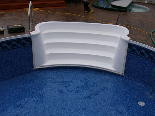 White Pool Steps On Vinyl Liner Pool