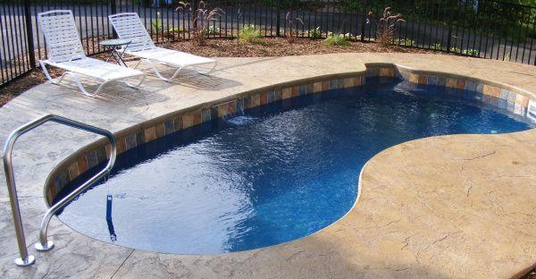 12x24 kidney-shaped fiberglass pool