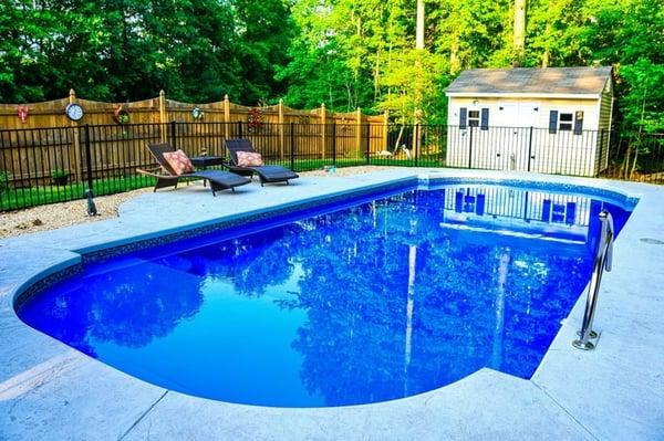 Large fiberglass pool L36