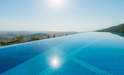 Infinity pool / vanishing edge design