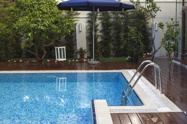 small-pool-wooden-deck