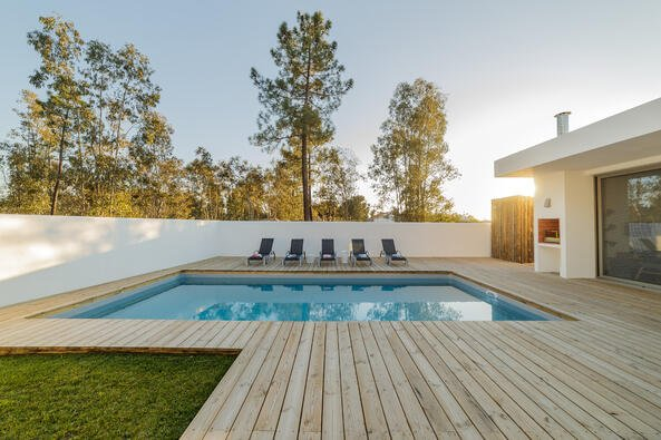 Wooden Decks for Inground Swimming Pools: Cost, Types, and More