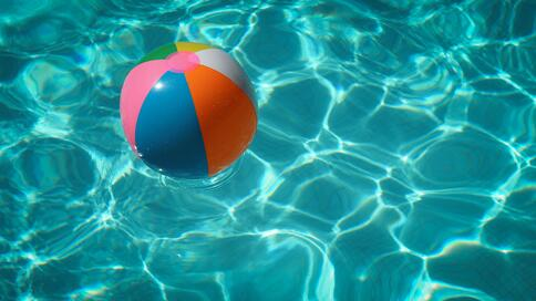 How to keep the water clean in a pool and prevent pool parasites