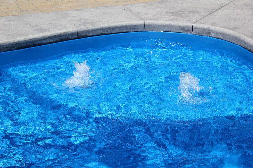 fiberglass-pool-tanning-ledge