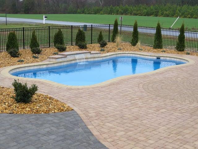 River Pools freeform O30 fiberglass pool - freeform pool design