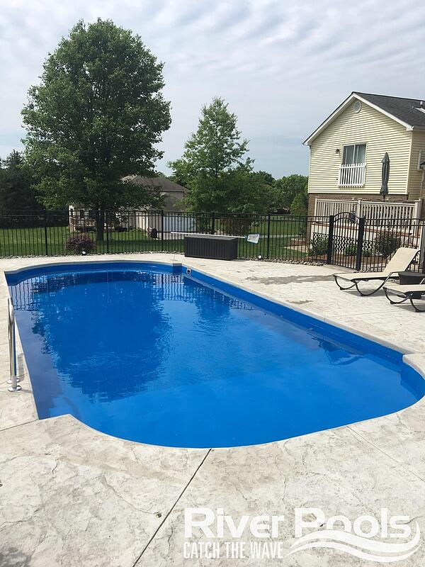 Roman Lounger fiberglass pool - how to choose the size and shape of your inground pool