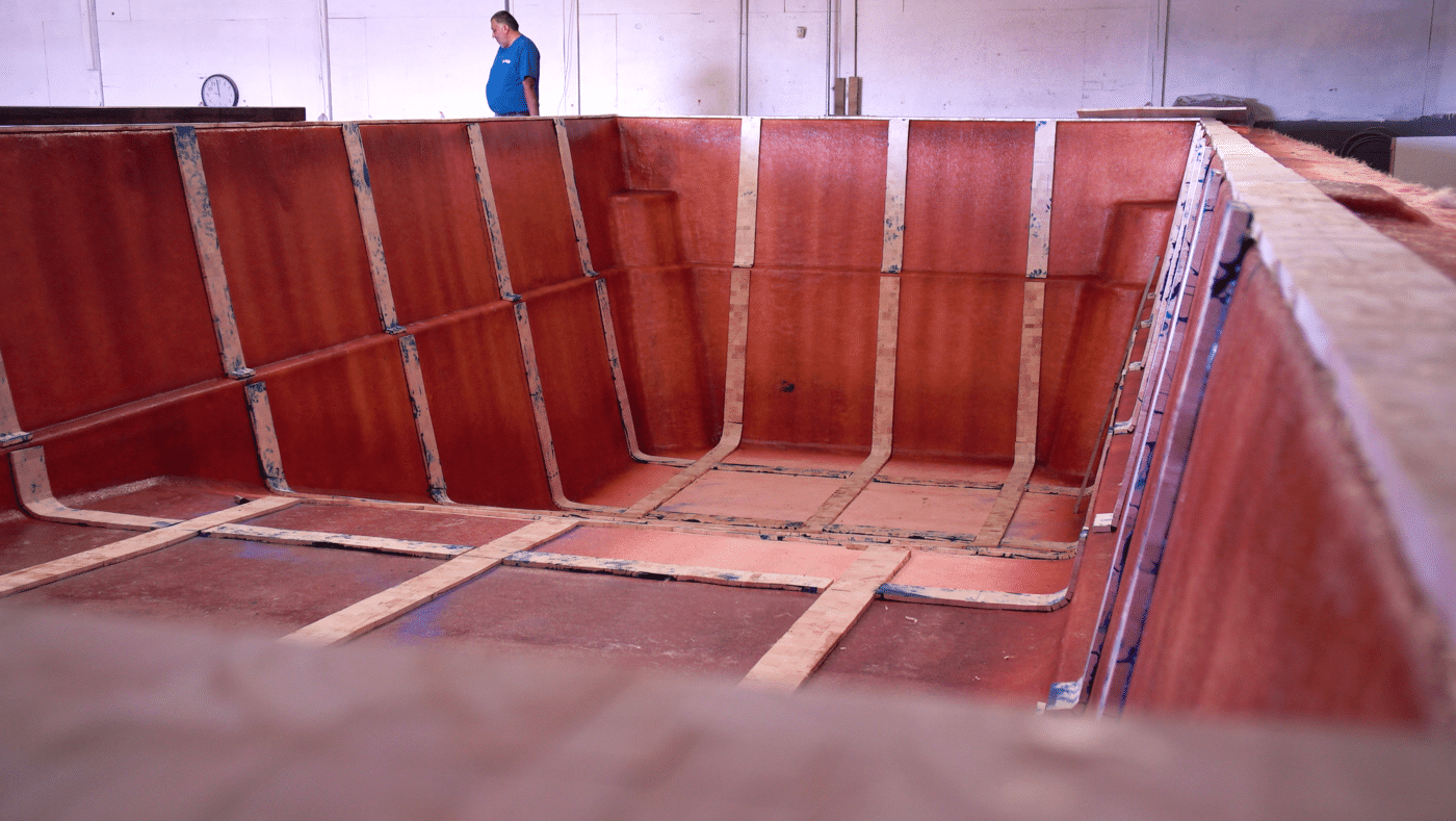 deep-end pool pattern in construction