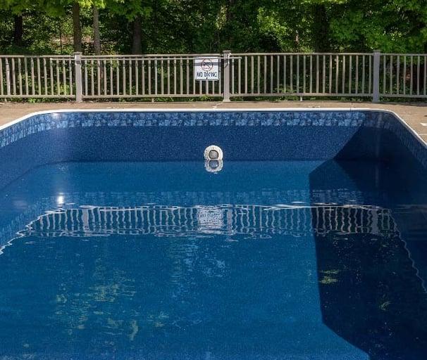 vinyl liner dark bottom pool